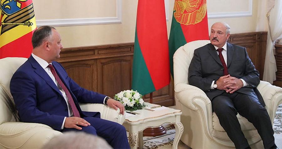Беларусь подарит Молдове пять тракторов «МТЗ-82» и две мусороуборочные машины