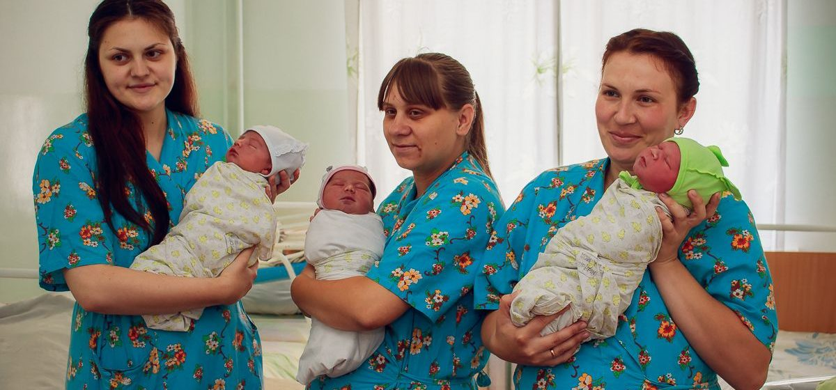 В Барановичах детям, рожденным 3 июля 2017 года, подарили вышиванки