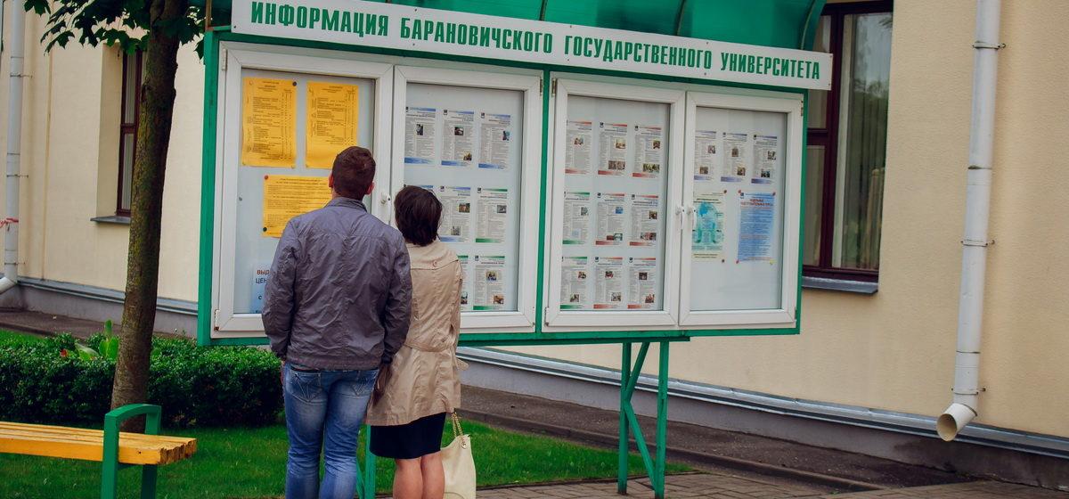 Перед самым закрытием. Кто принес документы в последний час работы приемной комиссии БарГУ