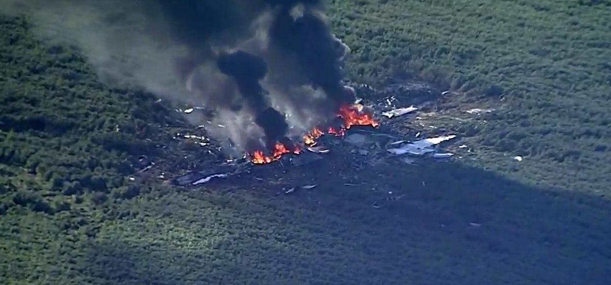 В США разбился военный самолет, 16 человек погибли (видео)