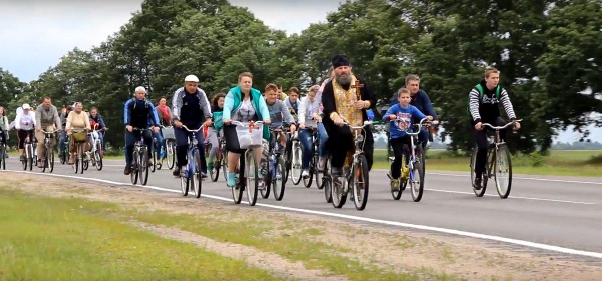 Видеофакт. В Ганцевичах состоялся Крестный ход на велосипедах
