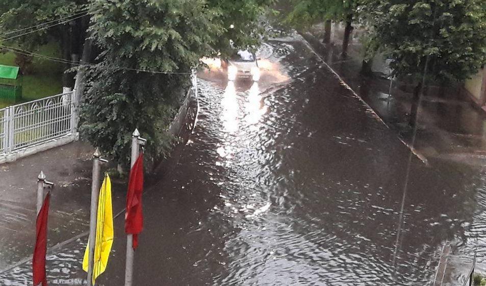 Видеофакт: Как в Барановичах улица Войкова превратилась в Венецию