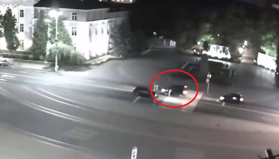 В Бресте на пешеходном переходе женщина с детьми чудом избежала наезда (видео)