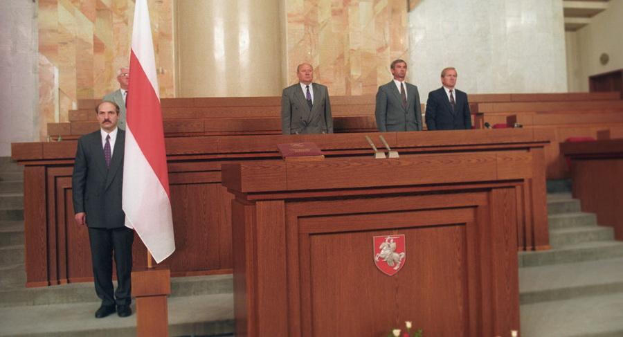 23 года назад Александра Лукашенко избрали президентом страны – как это было
