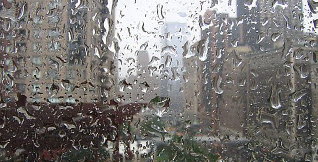 В Барановичах ливень затопил дом с девятого по первый этажи