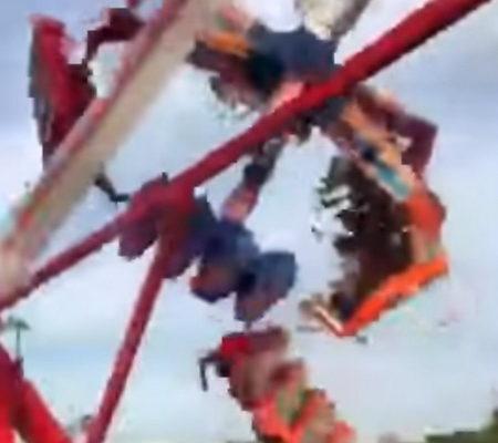 Смертельный аттракцион: в США на ярмарке люди вылетели из работающей карусели (видео)