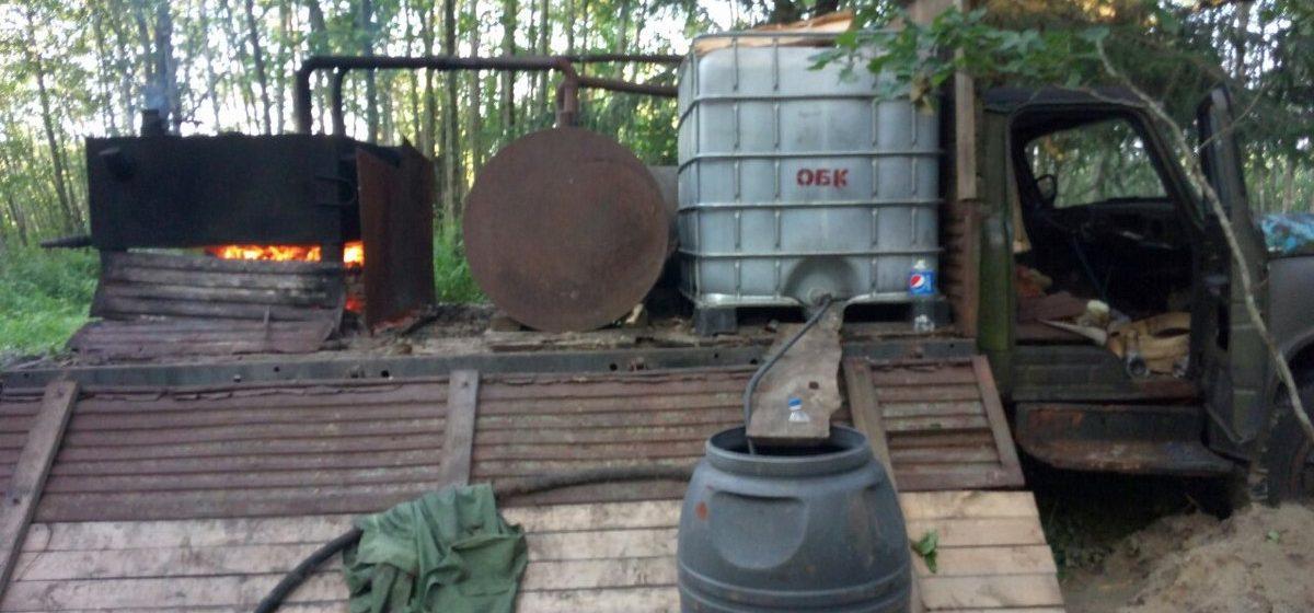 В Беловежской пуще милиция нашла передвижной самогонный заводик