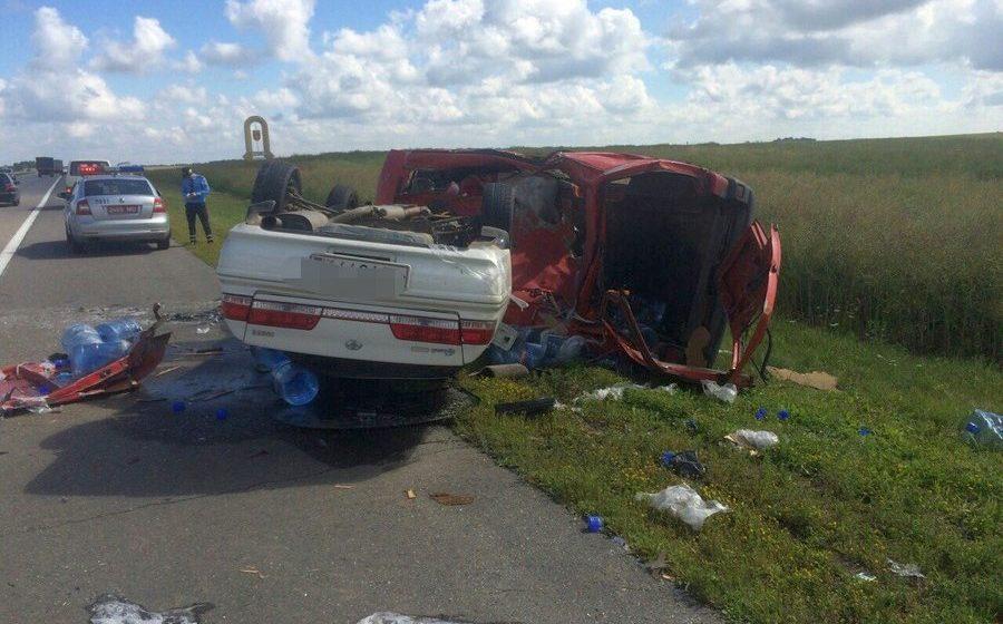 Под Минском в ДТП с трактором перевернулись два автомобиля