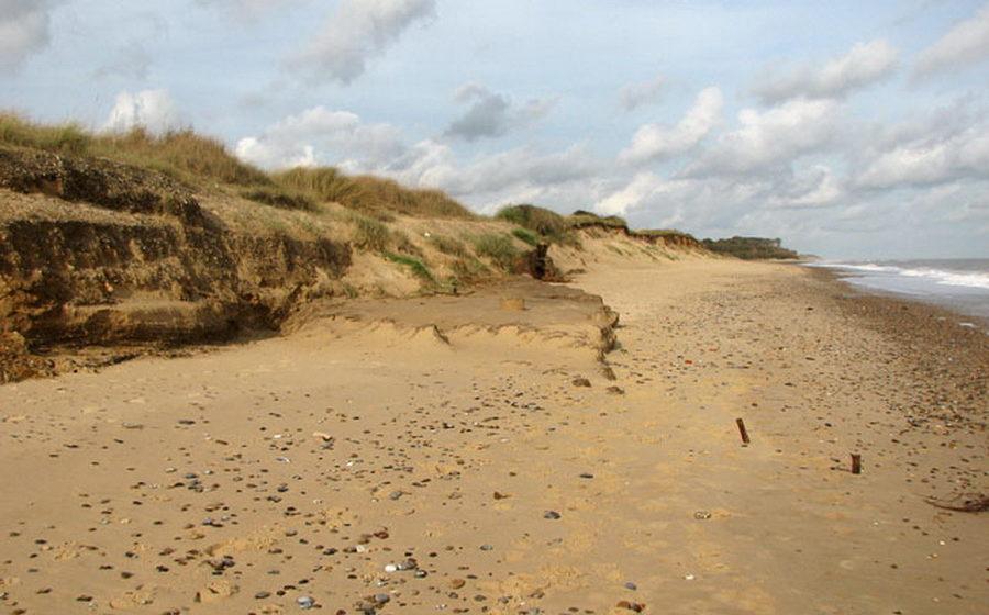 В Лепеле недалеко от городского пляжа насмерть засыпало песком 11-летнего мальчика