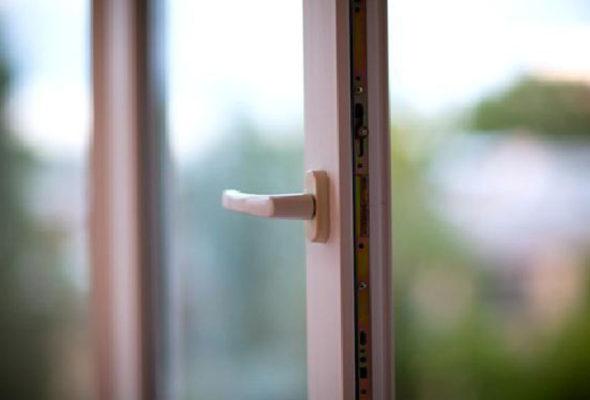 В Гродно из окна седьмого этажа упал пенсионер