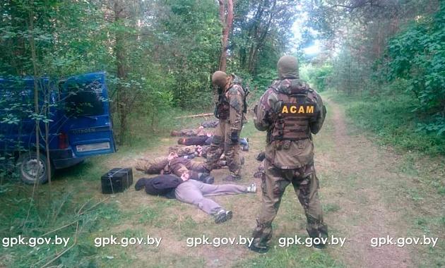 В Ивьевском районе пограничники со стрельбой задержали контрабандистов сигарет