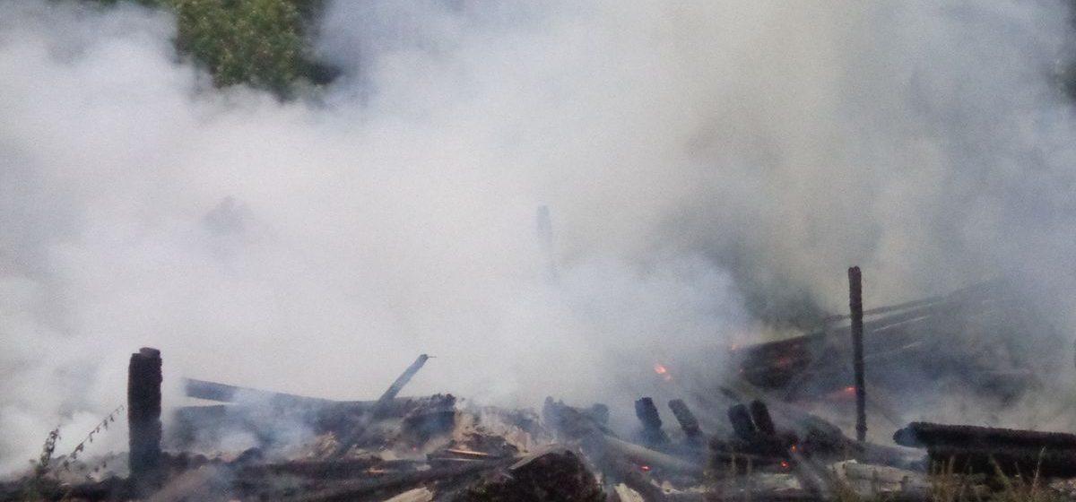 «Такой грозы не помнят даже старушки» – в Барановичском районе из-за удара молнии сгорел сарай