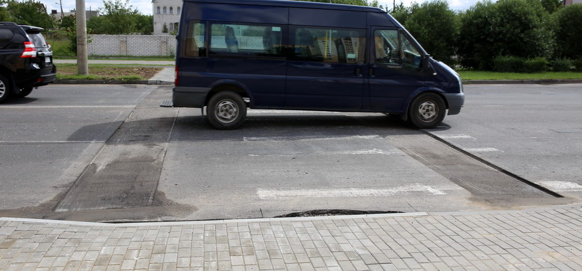 Фотофакт: В Барановичах оборудуют новый приподнятый пешеходный переход