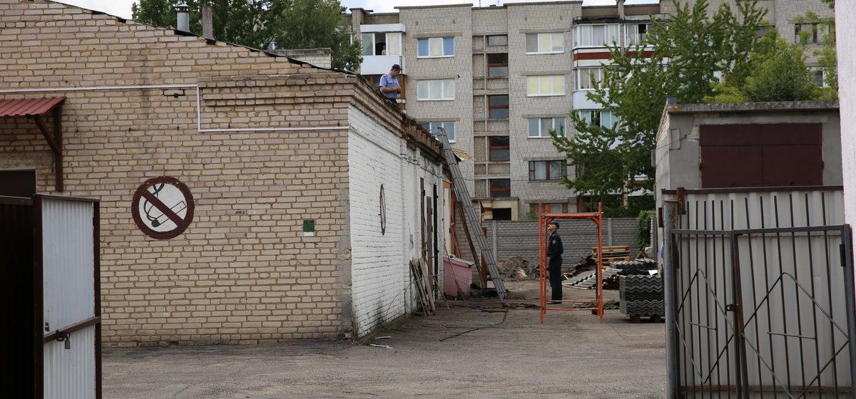 В Барановичах при ремонте крыши склада за бывшим «Детским миром» нашли гранату и несколько мин