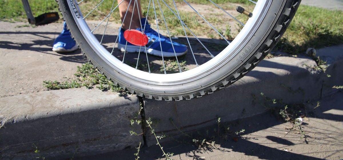 Барановичские велосипедисты собрали 456 подписей в поддержку ремонта тротуаров и велодорожек