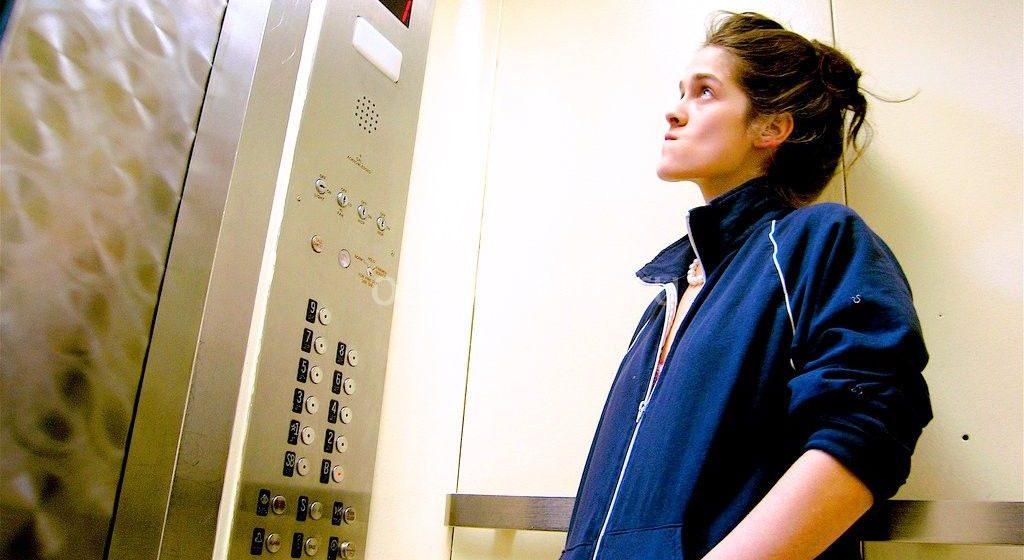 В Барановичах молния вывела из строя электронику для связи диспетчерских с лифтами