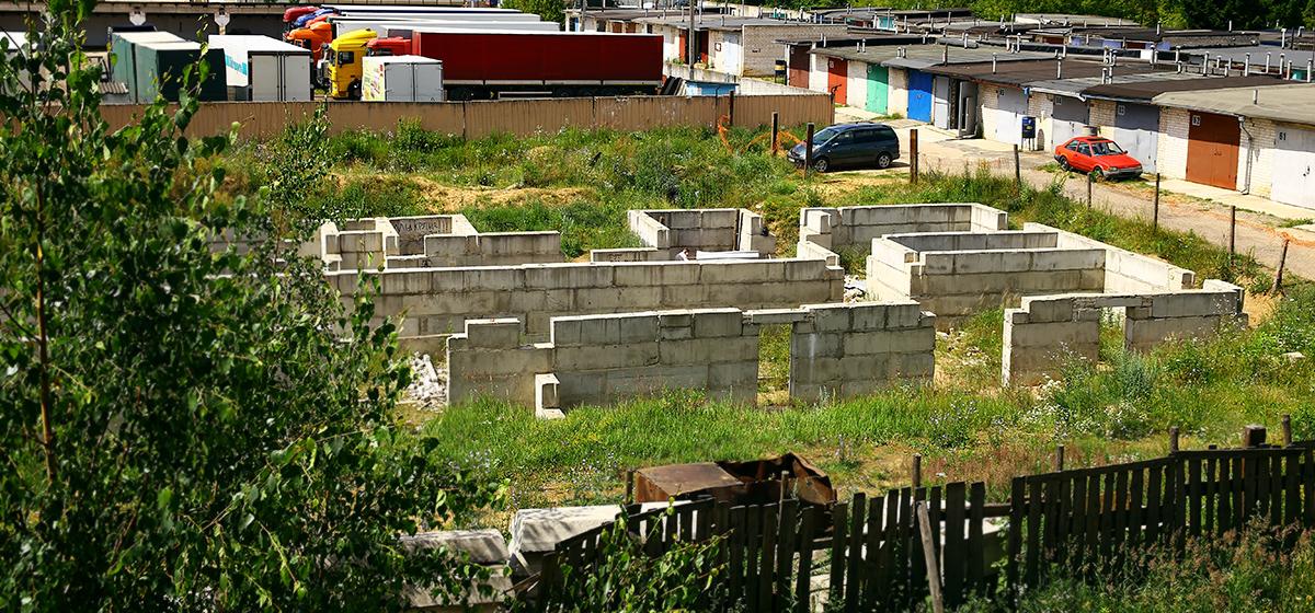 Как выглядит место в Барановичах, где дети развели костер и взорвали аэрозольный баллон