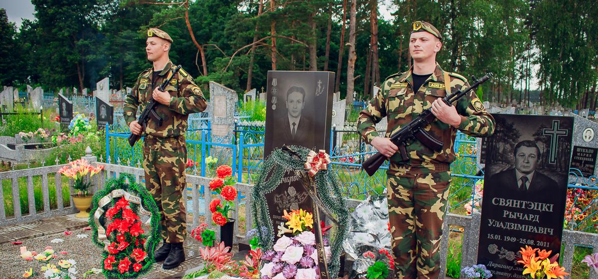 20 лет назад в Барановичах заключенные совершили попытку побега из спецвагона. При их задержании погиб 18-летний солдат