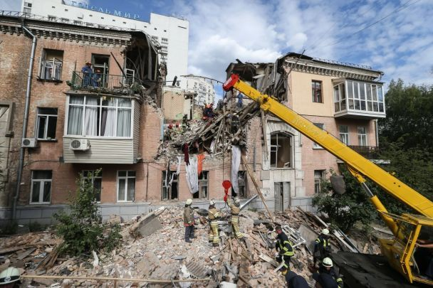 Взрыв в жилом доме в Киеве: один погибший, шесть ранено (видео)