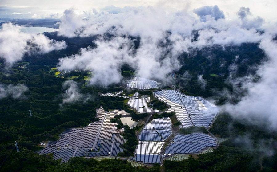 Как в Японии АЭС заменили на тысячи солнечных батарей — невероятные фото с высоты птичьего полёта
