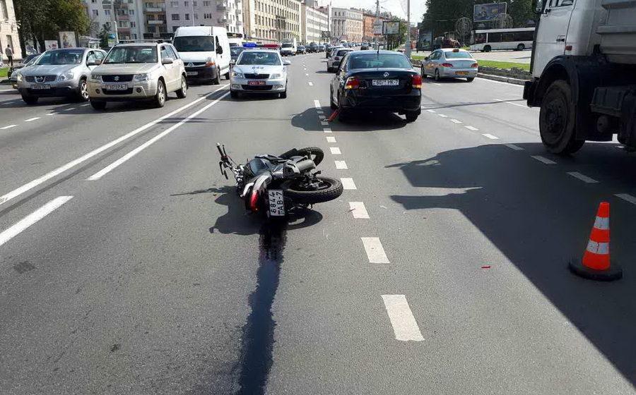 В Минске 21-летняя девушка-байкер пострадала в ДТП