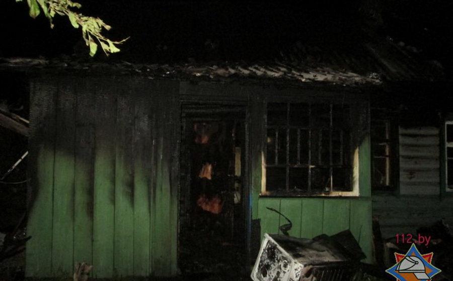 В Березино при пожаре взорвался газовый баллон, погиб сотрудник МЧС