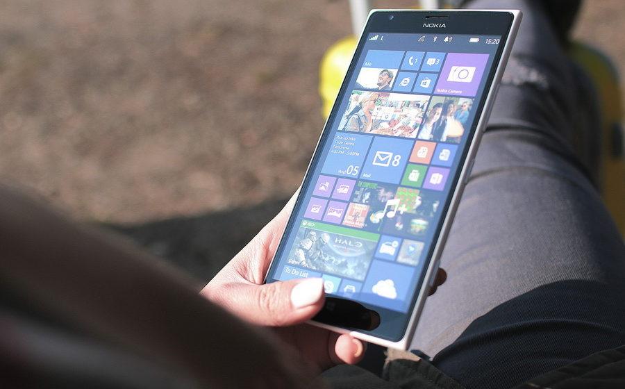 Ученые выяснили, что смартфоны изменили то, как ходят люди