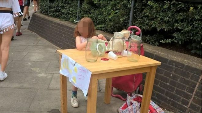 В Лондоне пятилетнюю девочку оштрафовали за продажу лимонада