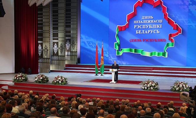 Лукашенко: «Экономика Беларуси осторожно выходит на положительную динамику»