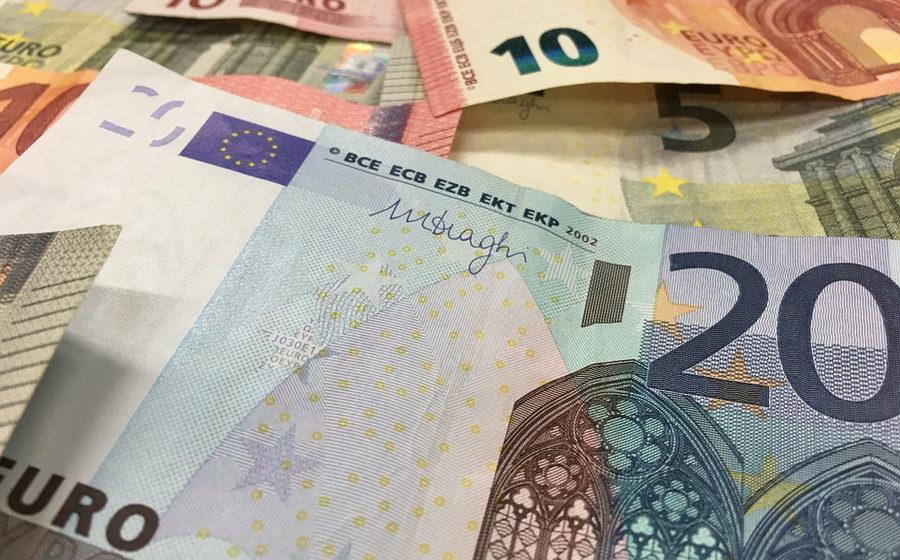 Торги 27 сентября: доллар продолжает расти, евро немного упал