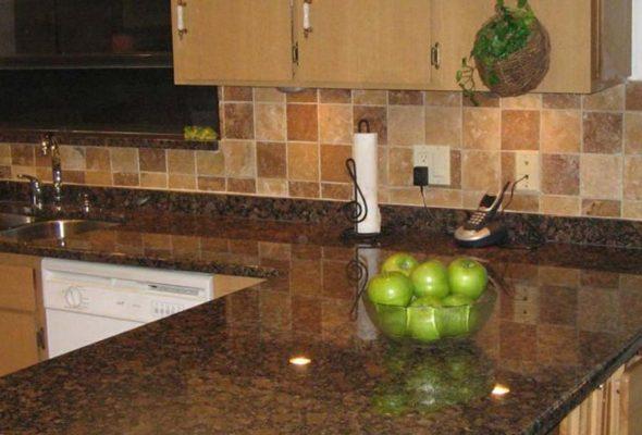 Прочные и надежные кухонные столешницы из камня