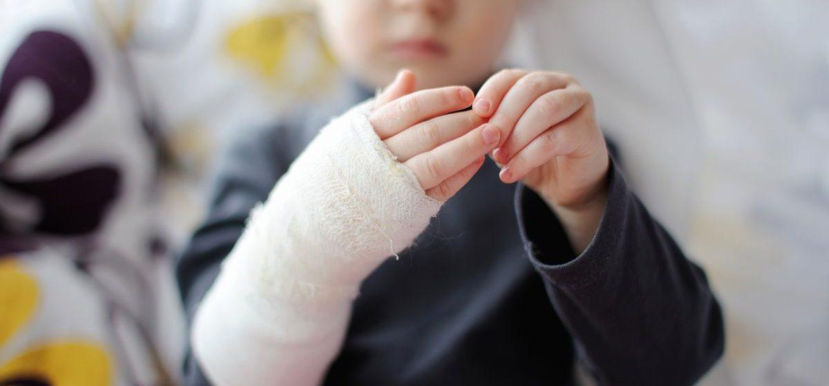 Переломы пяток, колотые раны, ожоги – барановичские травматологи о детском травматизме