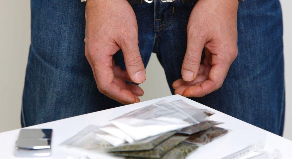 Отсидевший за наркотики юноша рассказал о своем задержании при покупке спайса и условиях содержания на зоне