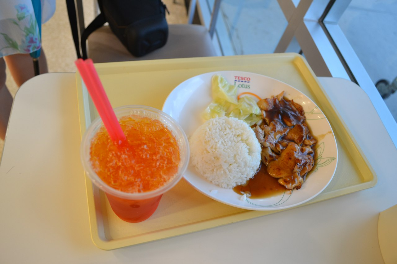Обед в Таиланде стоит несколько долларов. Фото: архив Сергея ФИЛИМОНЮКА