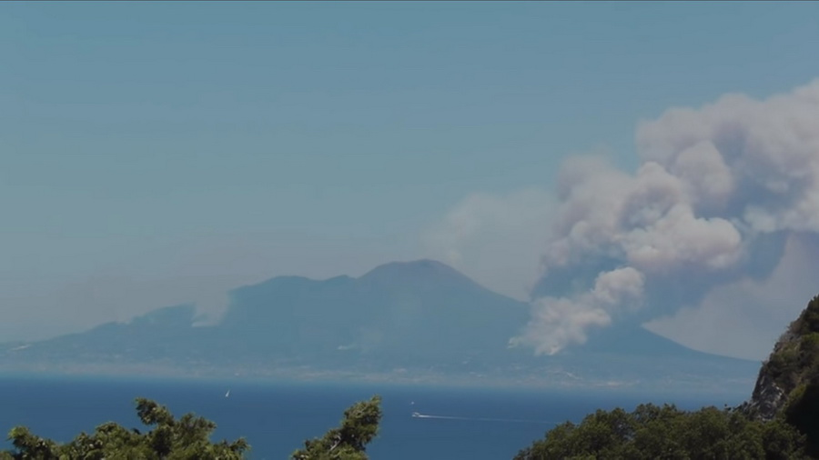 В Италии впервые за 73 года проснулся вулкан Везувий