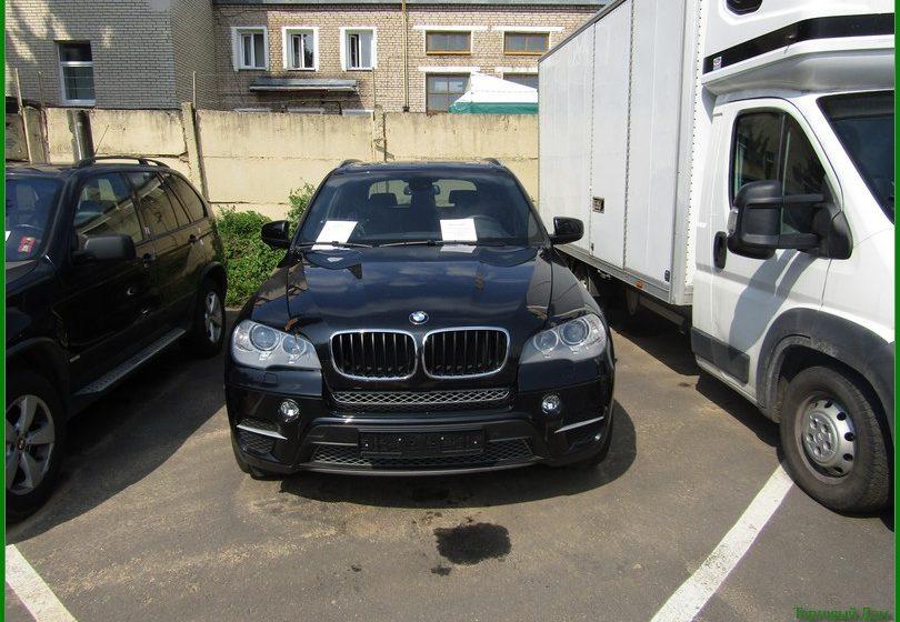 «Использовать только в Беларуси»: управделами Лукашенко продает разыскиваемый Интерполом BMW