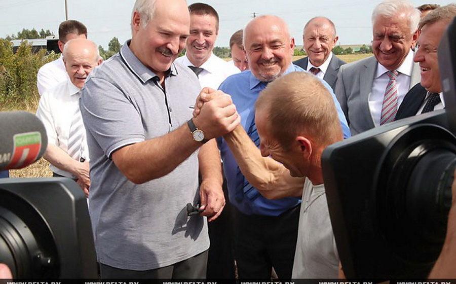Лукашенко изменил запланированный маршрут и посетил проблемное ОАО «Коссово»