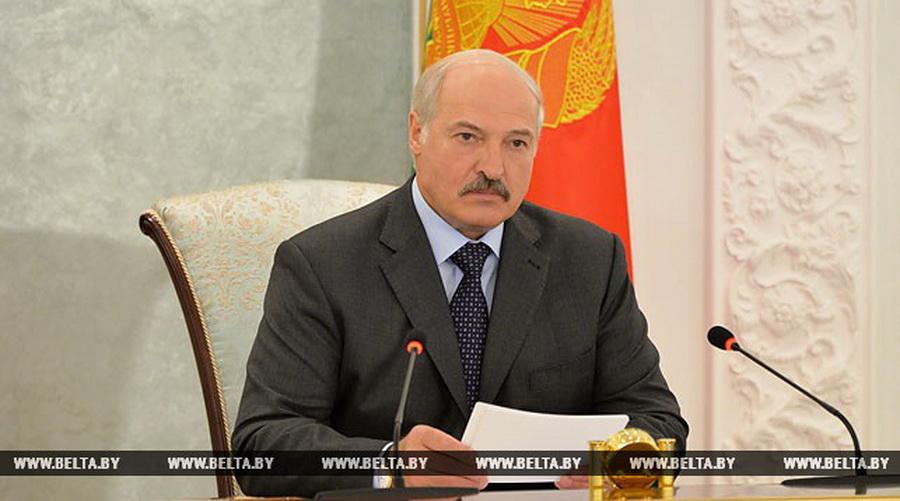 Лукашенко председателям райисполкомов: не надо болтаться по району и делать вид, что вы что-то контролируете