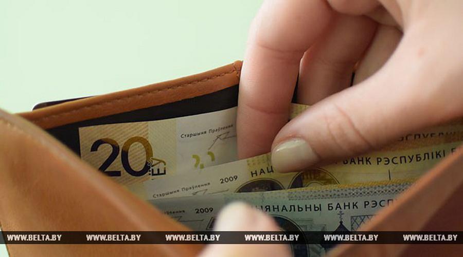 Лукашенко потребовал поднять зарплаты бюджетникам — чиновники обещают 800 рублей к концу 2017 года