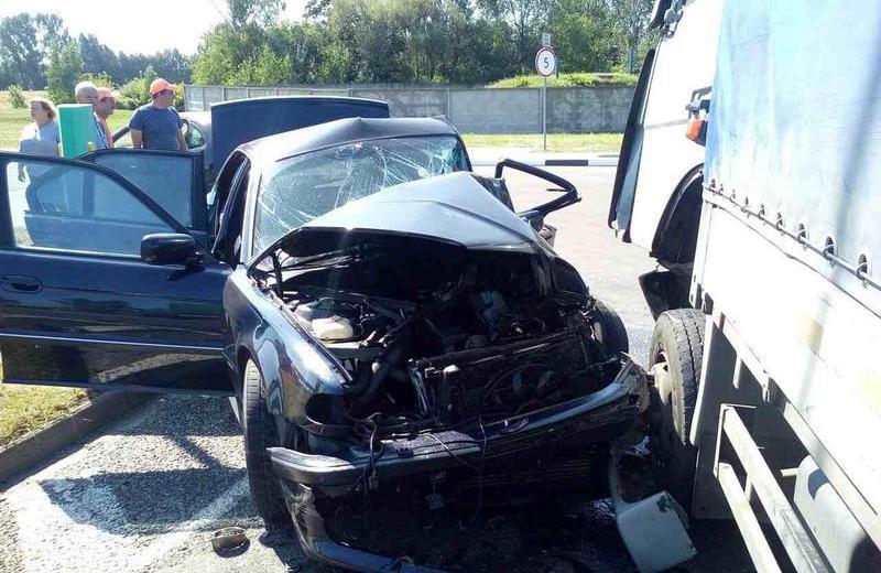 Под Кобрином водитель из Барановичей не уступил дорогу и врезался в BMW