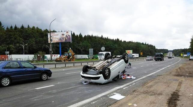 Автомобиль «Рено» перевернулся после столкновения с фурой  под Минском