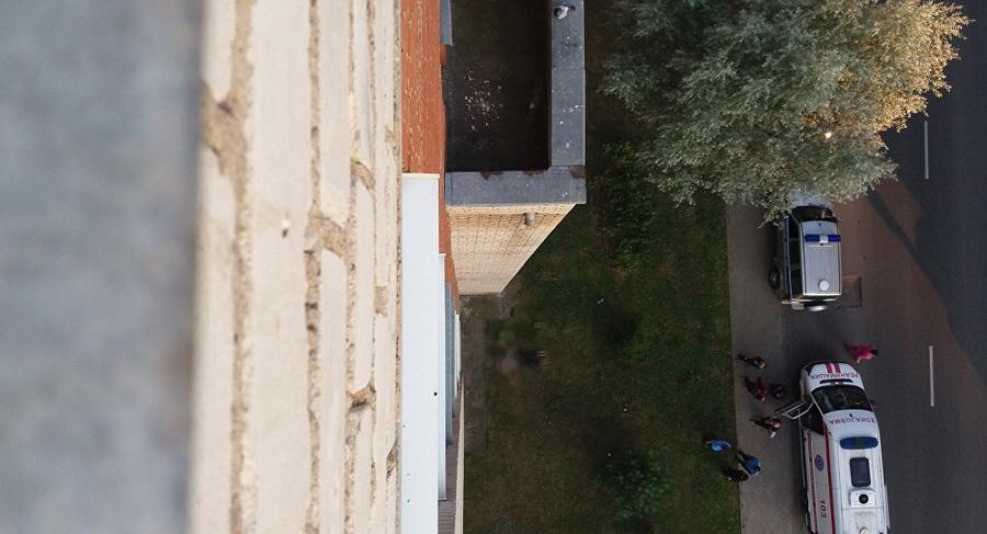 В Витебске с седьмого этажа выпала пьяная 36-летняя женщина