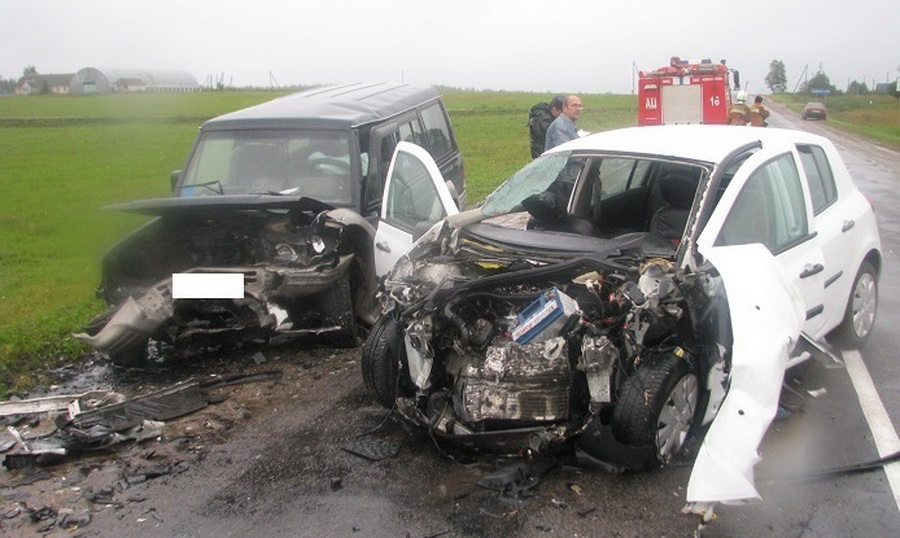 В Крупском районе лоб в лоб столкнулись два автомобиля – три человека погибли и трое пострадали