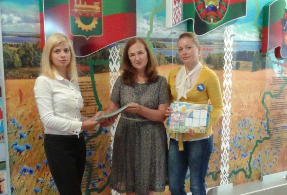 Подарки для младших школьников передала редакция Intex-press