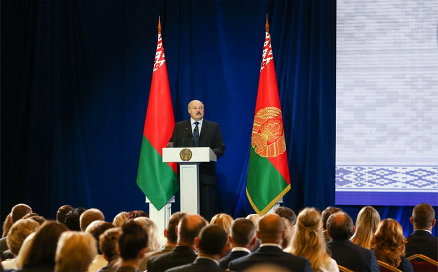 Коля Лукашенко — отцу: Ты уже с девяти часов заставил всех в школу ходить, тебе еще и пятибалльную систему