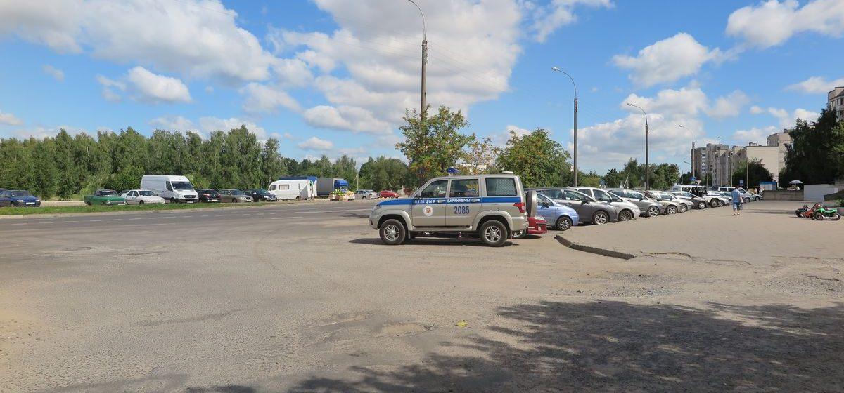 Около десятка автомобилей были «вскрыты» ночью на улице Парковой в Барановичах