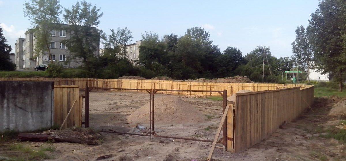 В Барановичах, на улице Доменикана, строят новый продовольственный магазин