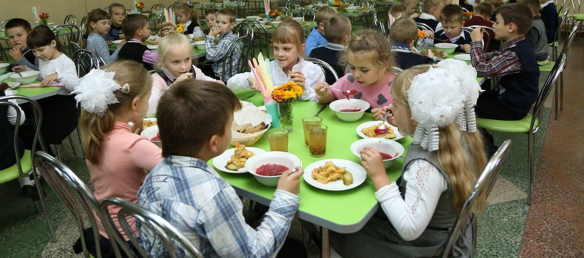 В трех барановичских школах оплачивать питание в новом учебном году будут через ЕРИП