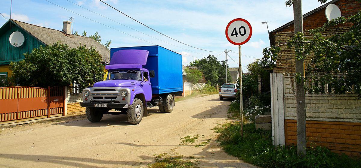 Жители улицы Светиловской в Барановичах добиваются, чтобы скорость движения у них ограничили до 20 км/ч