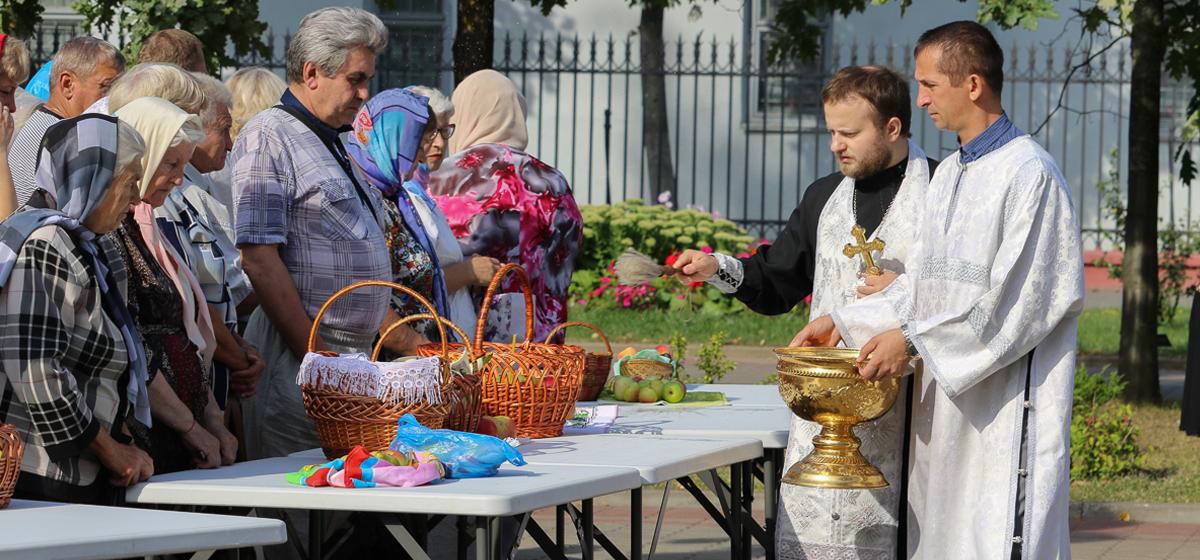 Как верующие праздновали Яблочный Спас в Барановичах